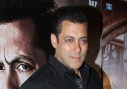 Salman starts sharing personal life on social media