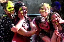 Ways to protect skin, hair on Holi