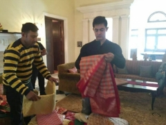 Watch Aamir Khan buying Sari for Anushka