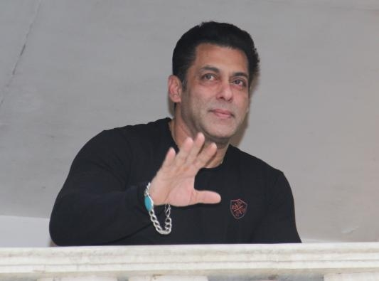 Bigg Boss 13 Salman Khan Enters House To Clean Up The Mess