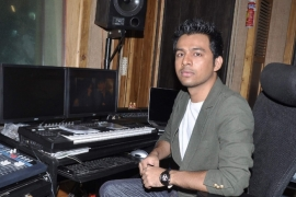 Don't see Neha, Sonu as competitors: Tony Kakkar
