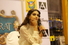 Sonam Kapoor reacts on Delhi rape case